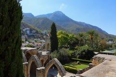 KYRENIA, CHIPRE - OCTUBRE, 14 2016: Bellapais Abbey Monastery en Kyrenia Chipre septentrional Fotos de archivo libres de regalías