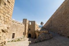 KYRENIA, CHIPRE SEPTENTRIONAL - MAYO DE 2016: patio del castillo Imagen de archivo libre de regalías
