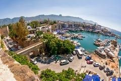 KYRENIA CYPR, LIPIEC, - 05, 2015: Schronienie widok od Kyrenia Ca Obrazy Royalty Free