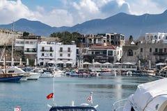 KYRENIA, CYPR - zima, 2019: Kyrenia miasteczko architektura Dziejowy i turystyczny miejsce obraz royalty free