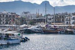 KYRENIA, CYPR - zima, 2019: Kyrenia miasteczko Nadbrzeże architektura Dziejowy i turystyczny miejsce zdjęcie stock