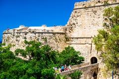 Kyrenia (Girne), CIPRO - 5 luglio: Gruppo di turists al entran fotografia stock libera da diritti