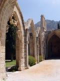 Kyrenia, Zypern-- Bellapais Abtei-Bögen Stockfotografie