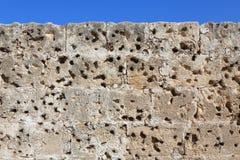 KYRENIA, ZYPERN - OKTOBER, 14 2016: Perforierte Wand von Kyrenia-Schloss Stockbilder
