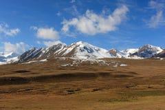 kyrgyz κορυφογραμμή βουνών στοκ εικόνες
