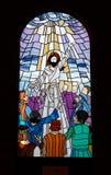 kyrka 3 förser med rutor fönstret Arkivbilder
