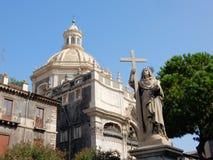 Kyrka av abbotskloster av den Sant agat med den Maria statyn - Catania Fotografering för Bildbyråer