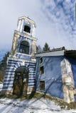 Kyrka av antagandet av jungfruliga Mary i den historiska staden av Koprivshtitsa, Sofia Region Arkivfoton