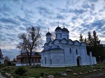 Kyrka av avlagring av ämbetsdräkten i Suzdal royaltyfria bilder