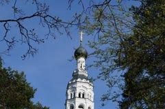 Kyrka av den Kazan symbolen av modern av guden Royaltyfria Bilder