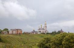 Kyrka av den Sanka ärkeängeln Michael, kyrka av helgonet Frol och Pavel och kyrka av helgonet Alexander Nevskiy Royaltyfria Bilder
