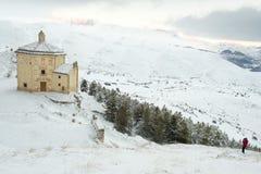 Kyrka av den Santa Maria dellaen PietÃ, i de forntida länderna av Abruzzo Royaltyfria Bilder