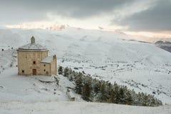 Kyrka av den Santa Maria dellaen PietÃ, i de forntida länderna av Abruzzo Royaltyfria Foton