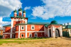 Kyrka av den Smolensk symbolen av modern av guden av det 18th århundradet i Uglich, Ryssland fotografering för bildbyråer