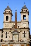 Kyrka av den Trinita deien Monti (spanjormoment) Royaltyfria Foton