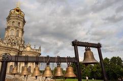 Kyrka av den välsignade oskuldkyrkan av tecknet i Dubrovitsy, Podolsk, Moskvaregion, Ryssland royaltyfri fotografi