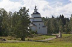 Kyrka av Elijah det Kirillov för profetTsypinskogo kyrkogård området av den Vologda regionen, Ryssland arkivbilder