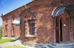 Kyrka av en festmåltid av korset Sakral-assumotion nunnekloster Gammala Ladoga Ryssland inskrift - kyrka av en festmåltid av kors Royaltyfri Foto