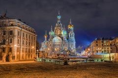 Kyrka av frälsaren på Spilled blod i St Petersburg i wint royaltyfria foton
