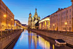 Kyrka av frälsaren på Spilled blod i St Petersburg (natt Fotografering för Bildbyråer