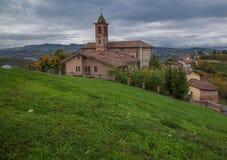 Kyrka av Grinzane Cavour, Langhe, Italien Royaltyfria Bilder