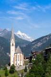Kyrka av Heiligenblut; Österrike Arkivfoto