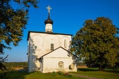 Kyrka av helgon Boris och Gleb Byggt i 1152 Kideksha Ryssland arkivfoton