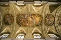 Kyrka av helgonen Filippo och Giacomo i Naples, Italien arkivfoton