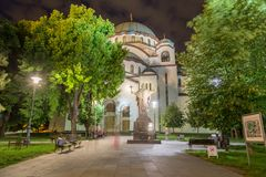 Kyrka av helgonet Sava på natten arkivfoto