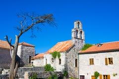 Kyrka av heliga jungfruliga Mary i mitt av den gamla staden Budva, Montenegro Royaltyfri Bild
