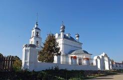 Kyrka av Kristi födelsen av den välsignade oskulden i byn den forntida bosättningen Pereslavl-Zalessky Ryssland Arkivbilder