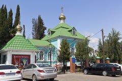 Kyrka av Kristi födelsen av oskulden i bosättningen Lazarevskoye, Sochi royaltyfria foton