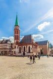 Kyrka av Nikolai på det Romerberg stället i Frankfurt - f.m. - strömförsörjning Royaltyfri Foto