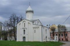 Kyrka av Procopius i Yaroslavs domstol veliky novgorod för antagandeauktionkyrka Ingen peo Arkivfoto