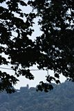 Kyrka av San Bernardino, Cinque Terre, betweetträd En av klosterna i bergen av Liguria Cinque Terre fotografering för bildbyråer