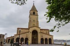 Kyrka av San Pedro i Gijon arkivbilder