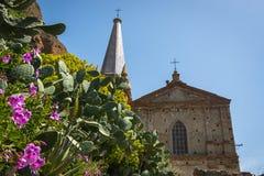Kyrka av Sanka apostlar Peter och Paul Chiesa dei Santi Pietro e Paolo, Pentedattilo, Calabria, Italien arkivbilder