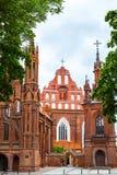 Kyrka av St Anne och kyrka av Bernardinen i Vilnius, Litauen Arkivfoton