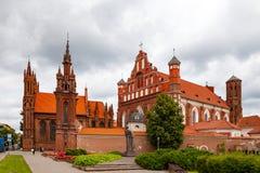 Kyrka av St Anne och kyrka av Bernardinen i Vilnius, Litauen Arkivbilder