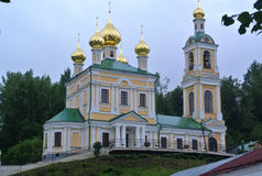 Kyrka av St Barbara Ples stad, Ryssland Populär touristic gränsmärke som är berömd vid dess landskap Royaltyfria Bilder
