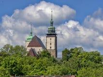 Kyrka av St James i den Jihlava Tjeckien arkivbilder