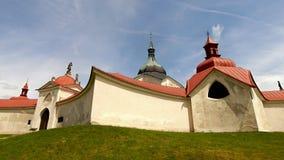 Kyrka av St John av Nepomuk, grönt berg Arkivbild