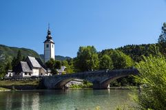 Kyrka av St John Baptist Bohinj Slovenia royaltyfri fotografi