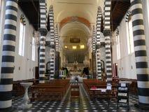 KYRKA AV ST JOHN DET BAPTISTISKT, MONTEROSSO AL MARE, ITALIEN Arkivbild