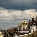 Kyrka av St John det baptistiskt på marknadsplatsen i den öppna luften Arkivfoton