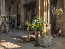 Kyrka av St John det baptistiskt på påsken Cirencester Arkivbild