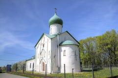 Kyrka av St John evangelisten på den Vitka floden royaltyfri fotografi