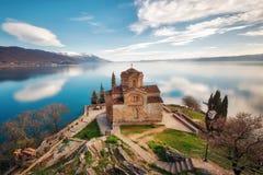 Kyrka av St John teologen - på Kaneo, Ohrid, Makedonien royaltyfria foton