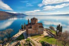 Kyrka av St John teologen - på Kaneo, Ohrid, Makedonien Arkivfoton