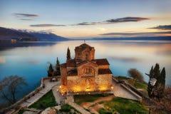 Kyrka av St John teologen - på Kaneo, Ohrid, Makedonien royaltyfri fotografi